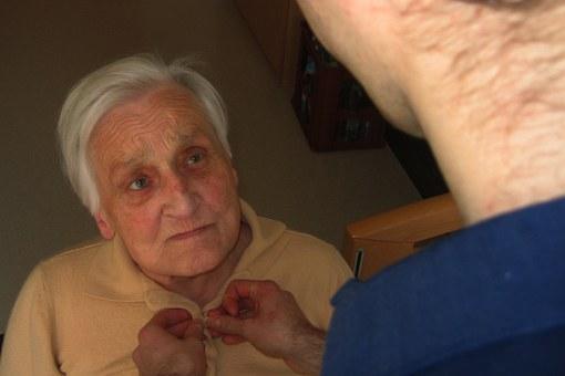 Choroba Alzheimera: opieka domowa czy specjalistyczna?