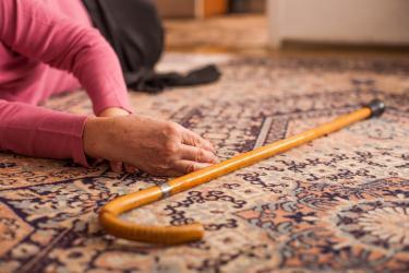 Pomóż seniorowi zmniejszyć lęk przed upadkiem