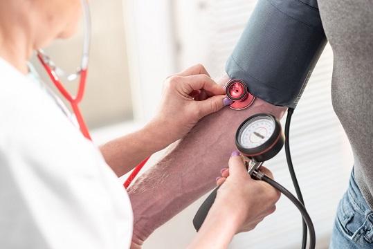 Nadciśnienie tętnicze – choroba cywilizacyjna o poważnych konsekwencjach
