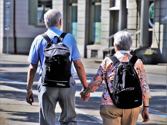 Jak skutecznie chronić seniorów przed chorobami w dobie pandemii COVID-19?