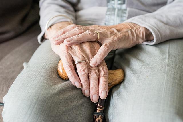 Polscy seniorzy potrzebują kompleksowej opieki